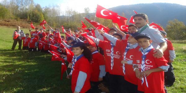 Büyükşehirli İzciler, Al Bayraklarla Yürüdü
