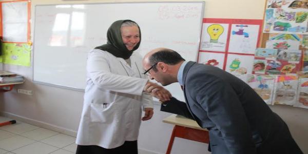 Ceyhan, 33 yıl önceki İlkokul Öğretmenini Ziyaret Etti
