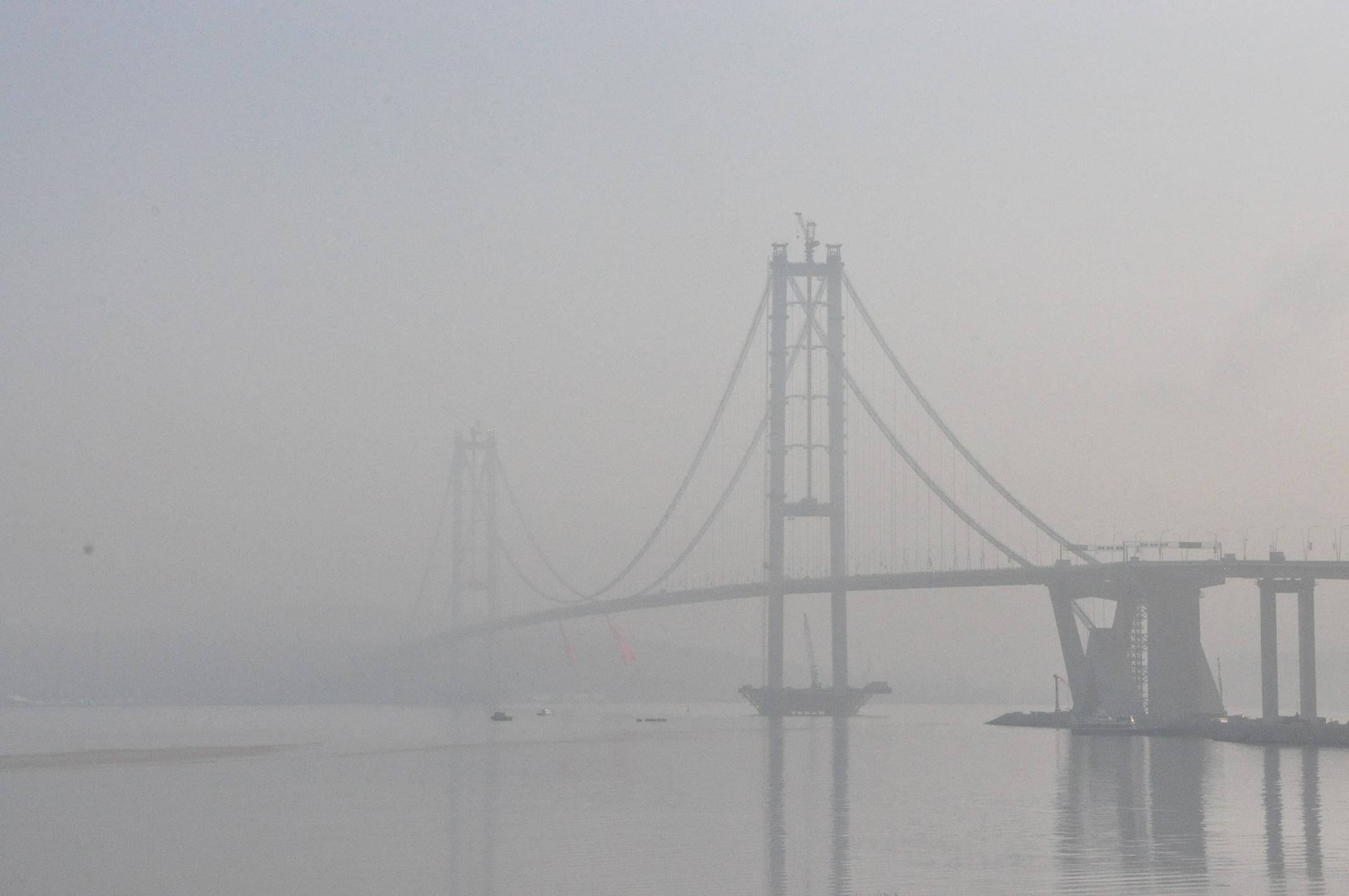 Osman Gazi Köprüsü güne sisle uyandı