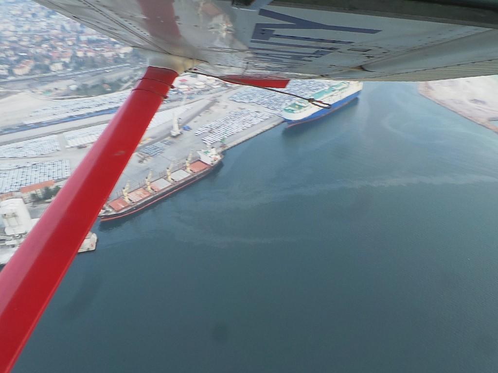 Denizi kirleten tesis havadan tespit edildi