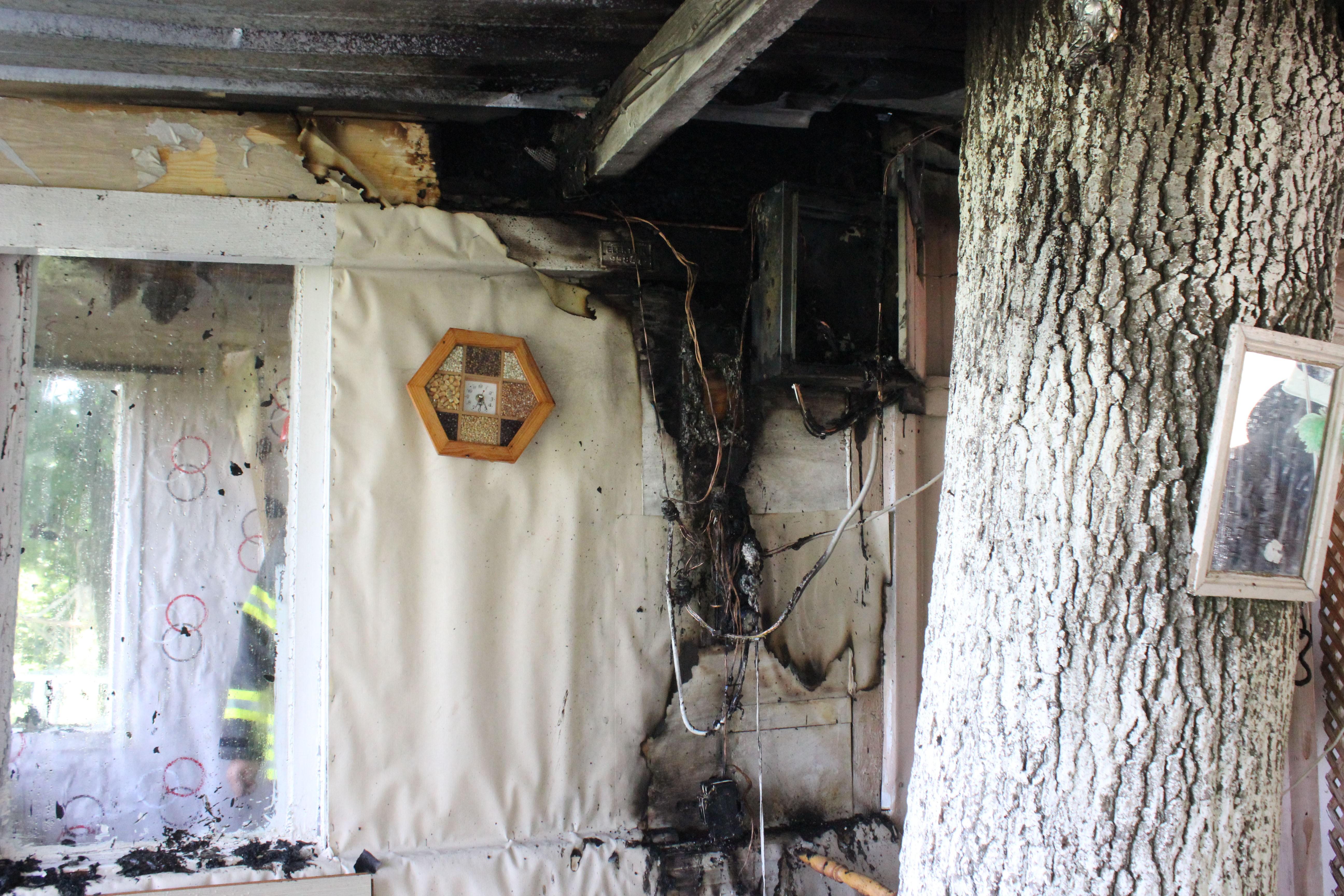 Kocaeli'de tek katlı evde çıkan yangın korkuttu