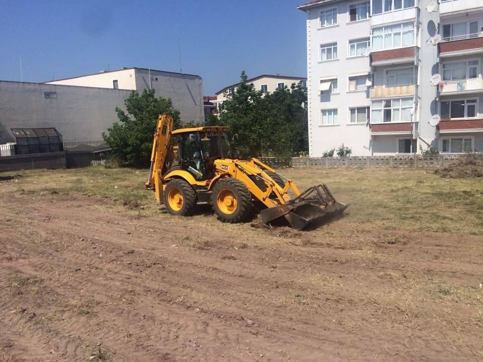 Körfez'de boş araziler temizleniyor