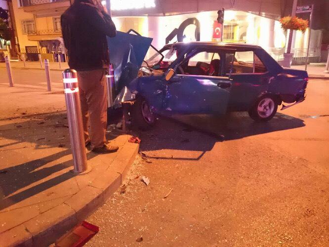 Arabayı vurdu bırakıp kaçtı