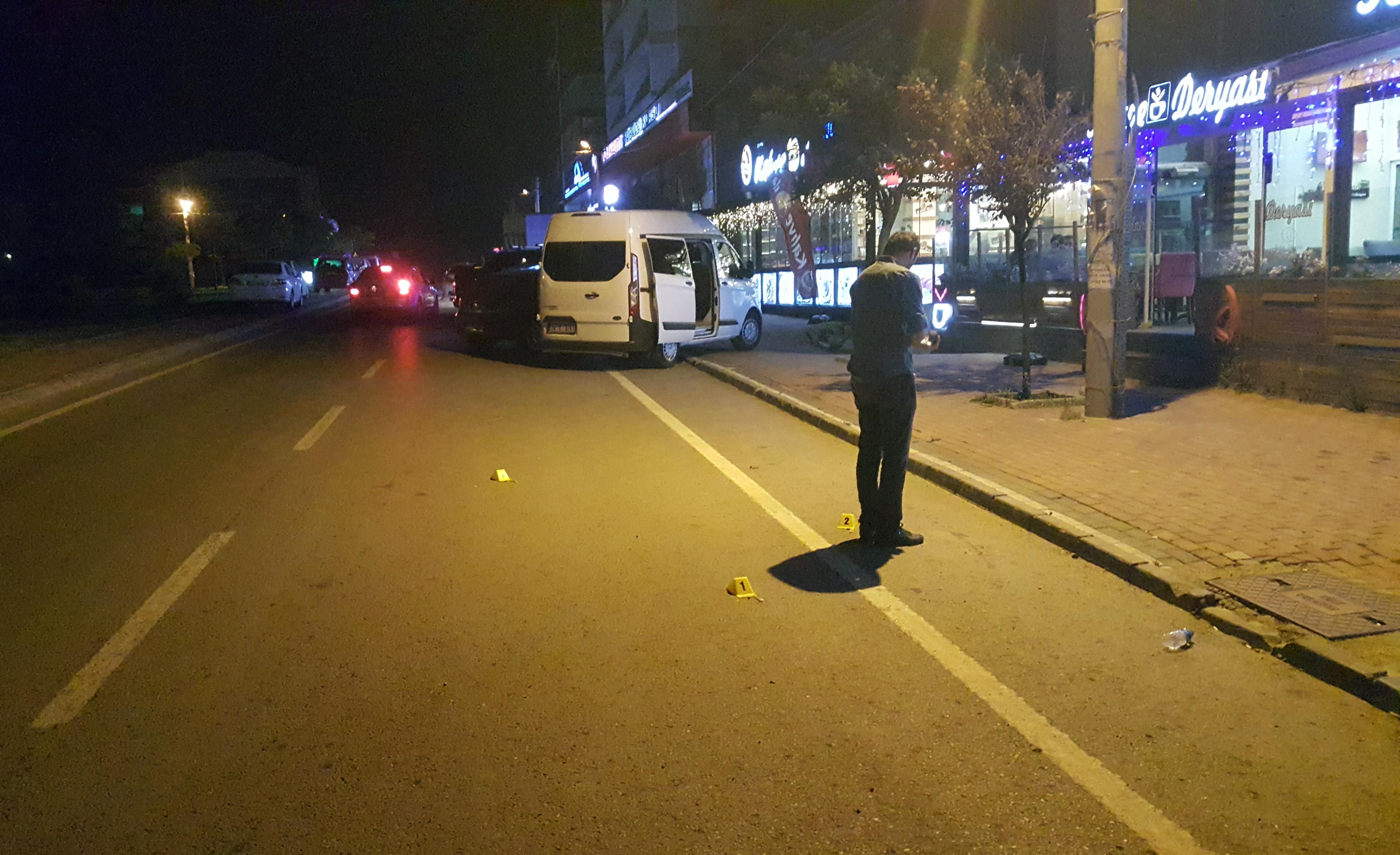 Kafeye giderken otomobilden açılan ateşle yaralandıKafeye giderken otomobilden açılan ateşle yaralandı
