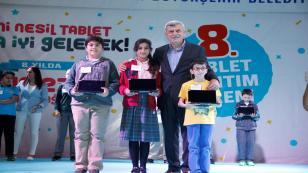 Büyükşehir'den öğrencilere 8 senede 219 bin tablet