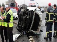 TEM'de takla atan otomobilde 4 kişi yaralı