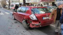 Kocaeli'de trafik kazası: 3 kişi yaralandı