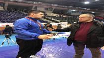 Kağıtsporlu güreşçi Faruk Akkoyun Türkiye Şampiyonu