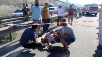 Kum yüklü kamyon ve servis minibüsü devrildi: 9 yaralı