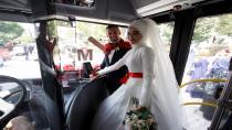 Tanıştıkları otobüs, düğün araçları oldu