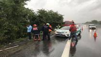 TEM'de yardım için duran otomobildekiler ölümden döndü