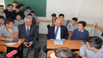 Başbakan Yardımcısı Işık, öğretmenler gününde 34 yıllık sırasına oturdu