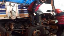 Sakarya'da kamyon tıra arkadan çarptı: 2 ölü