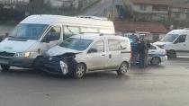 Ev tüpü taşıyan ticari araç servis minibüsüne çarptı: 1 yaralı