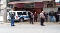 Kaza yapan polis arabası depoya girdi
