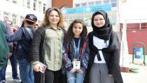 Filistinli çocuklar marşlarla, şarkılarla karşılandı