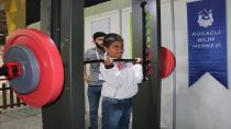 Naim Süleymanoğlu 23 Nisan'da çocukların yanında