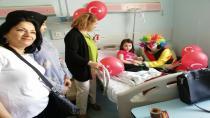 CHP Gebze Kadın Kollar Hastanede Tedavi Gören Çocukları Unutmadı