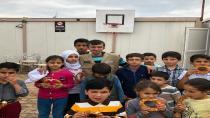 Koca yürekli simitçi, rüyasında gördüğü Suriyeli kız için yollara düştü