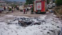 Kızlarını kaçıran evli adamın eşyalarını sokak ortasında yaktılar