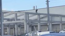 Metrelerce yükseklikteki inşaatın üzerinde ölüme davetiye çıkarttı