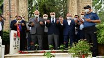 Çayırova'da programlar şehitlik ziyareti ile başladı